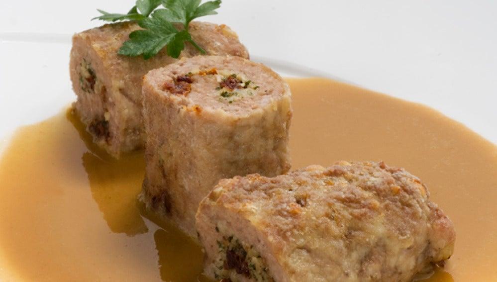 Rollitos de carne con salsa española