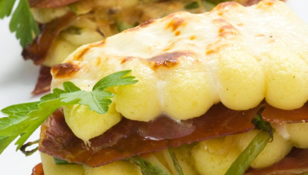 Lasaña de jamón y patata con queso