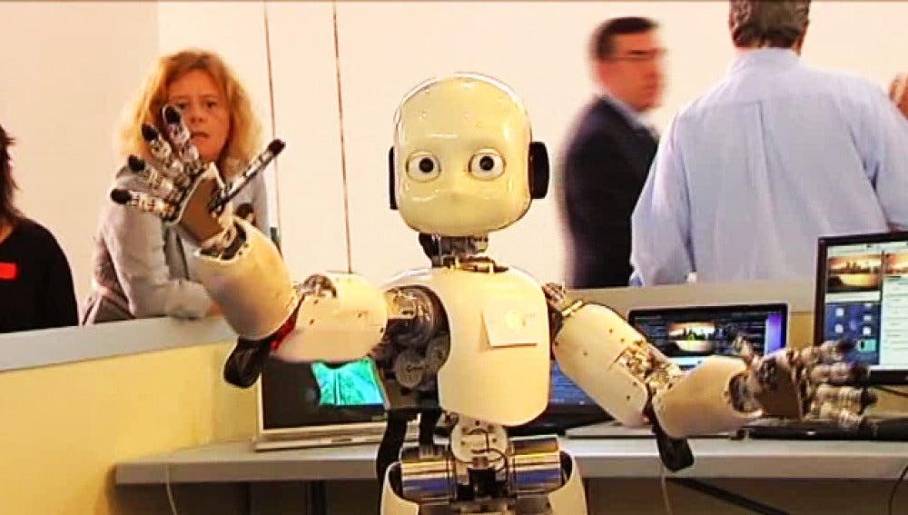 Un robot expuesto en la Campus Party de Granada