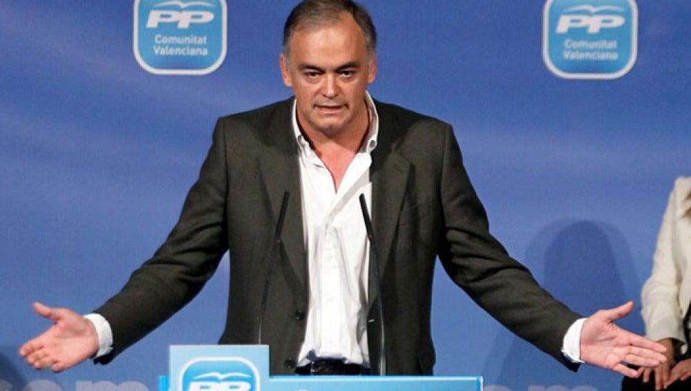 Esteban González-Pons, en campaña en Valencia