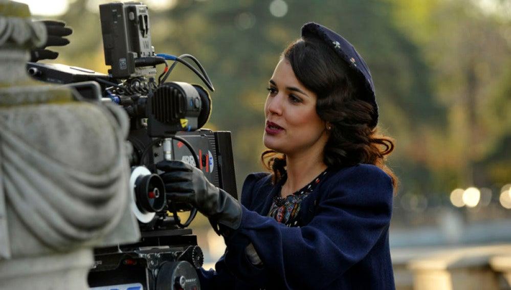 Adriana Ugarte en el rodaje de El tiempo entre costuras