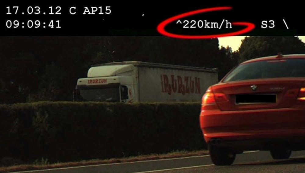 El conductor 'pillado' a 220 km/h