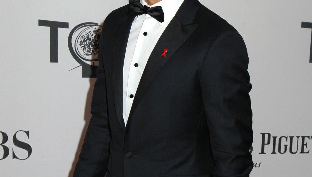 Nick Jonas, muy atractivo con este esmoquin