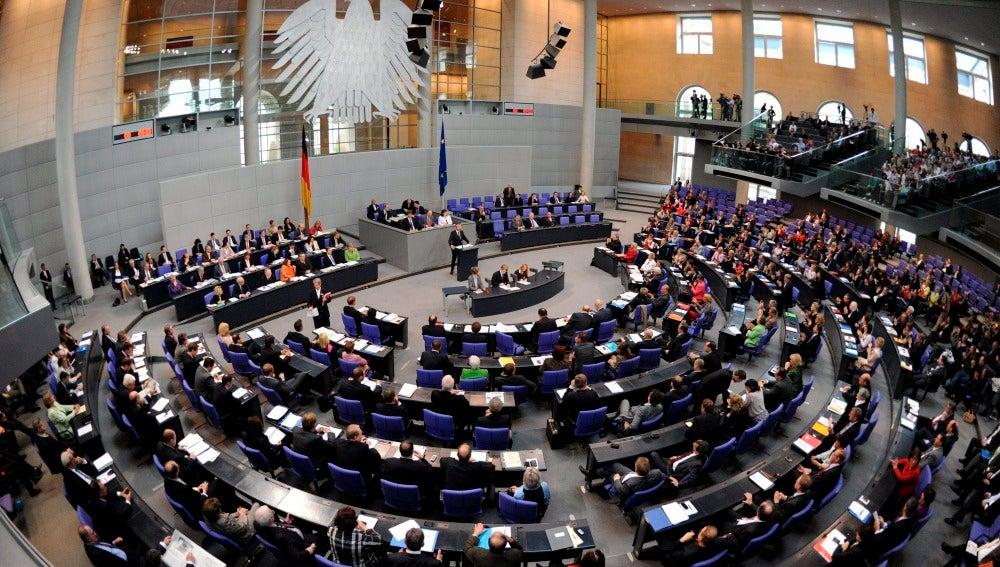El Bundestag vota la participación alemana en la ayuda a España