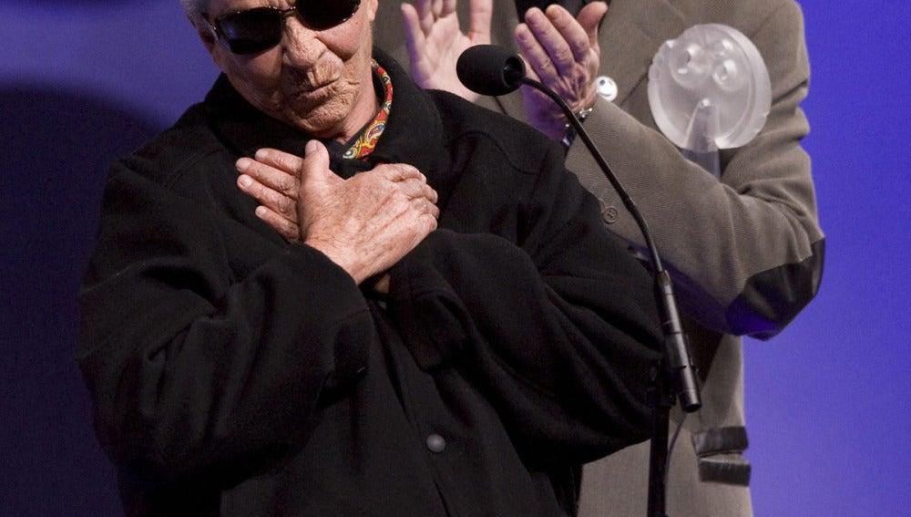 Joaquín Sabina llora a Chavela Vargas