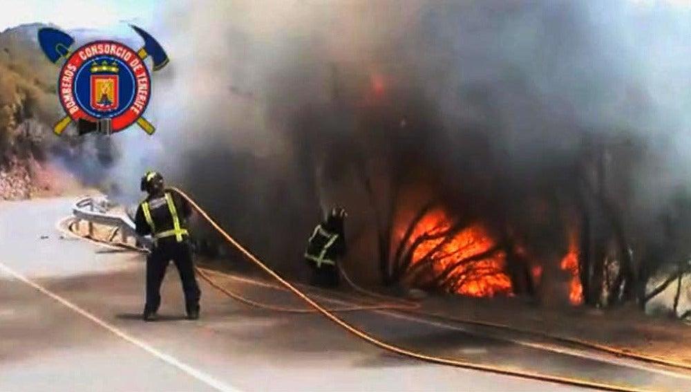 Lucha contra las llamas en La Gomera