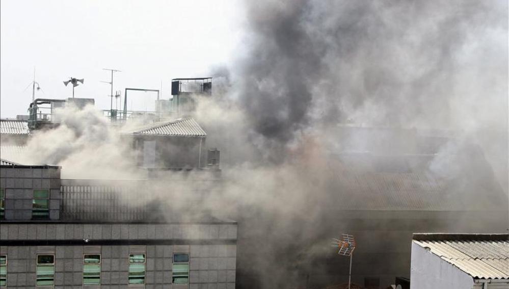 Controlado el incendio que arrasa el Ayuntamiento de León
