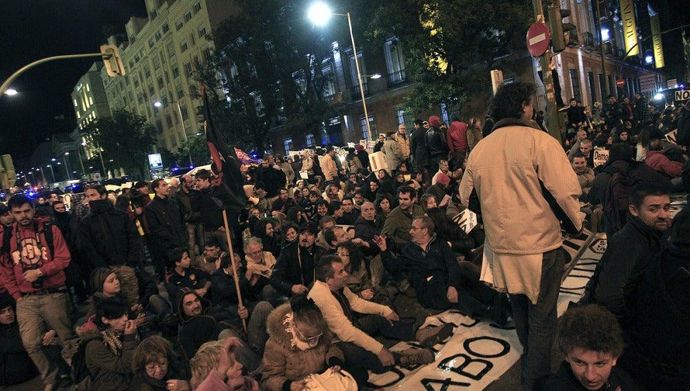 Miles de manifestantes se concentran en Neptuno