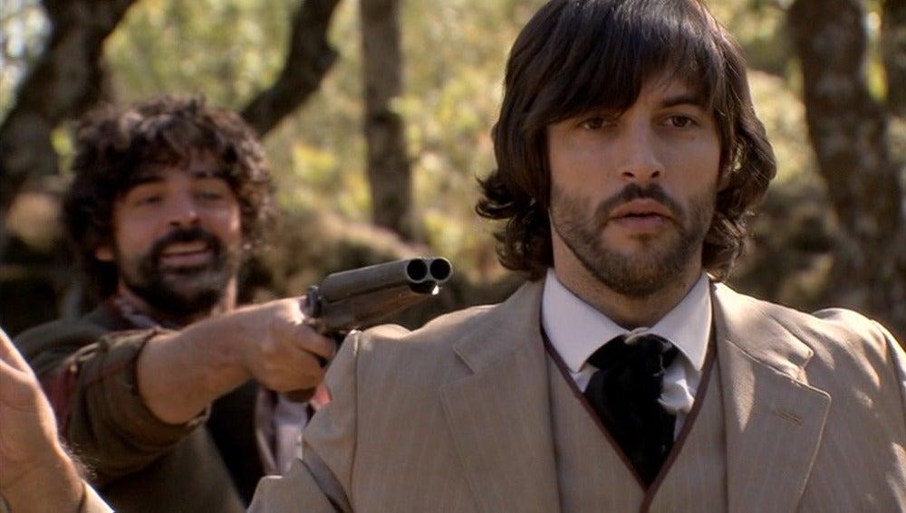 Chato asalta a Raúl