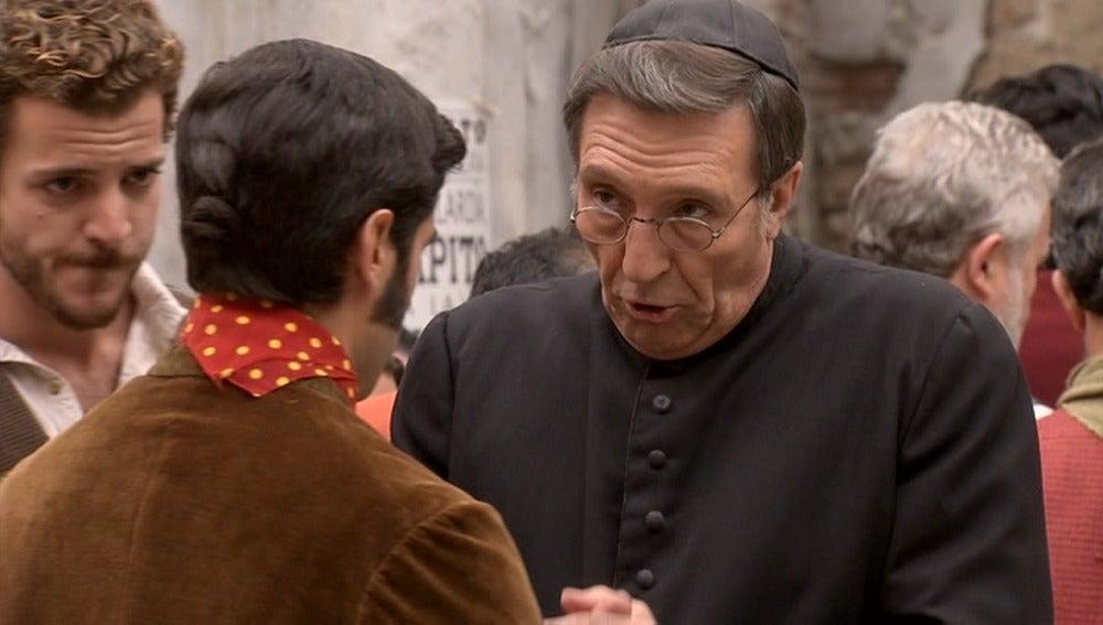 El padre Damián convence a Lucero para que se presente a alcalde