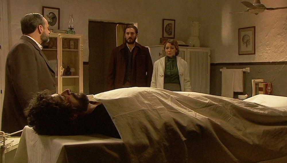 Raimundo, Tristán y Emilia se despiden de Sebastián