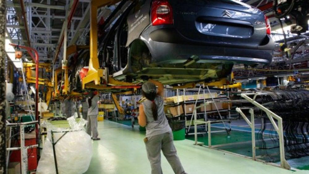 Las ventas de PSA Peugeot Citroën se desploman en 2012