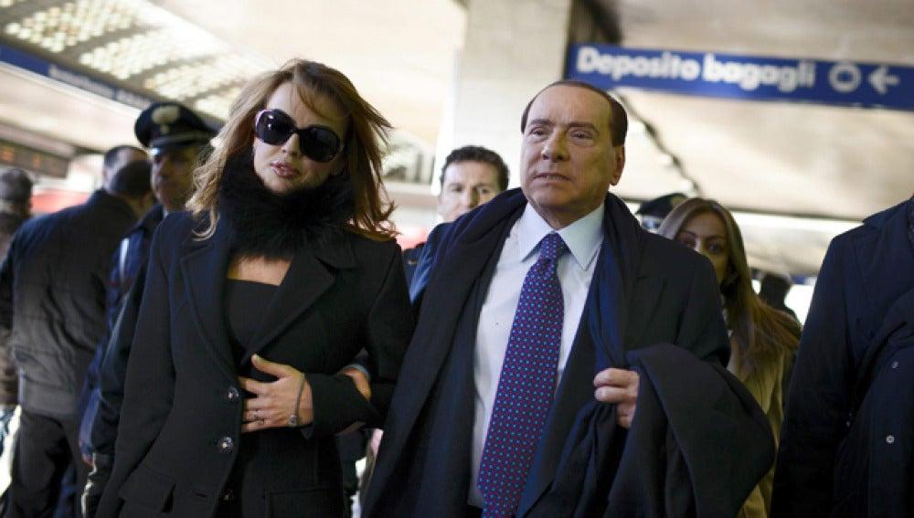 Berlusconi, junto con su novia