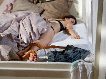 Una serpiente se cuela en la cama de Ainhoa