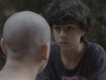 Lleó le dice a Roc que el mundo necesita de él y de que cuente su historia