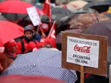 Trabajadores de Coca-Cola protestan frente al Ayuntamiento de Fuenlabrada
