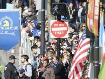 Una multitud acude a la 118 edición del maratón en Boston