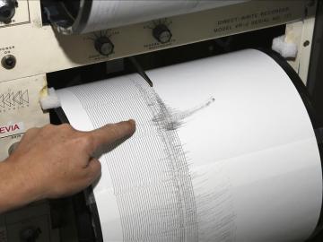 Un sismógrafo del Instituto Geográfico Nacional en Madrid recoge un terremoto