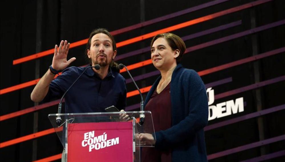 Ada Colau y Pablo Igelsias en un acto de campaña en Badalona