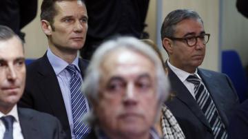 Iñaki Urdangarin y su socio, Diego Torres, en la sala del juicio del caso Nóos