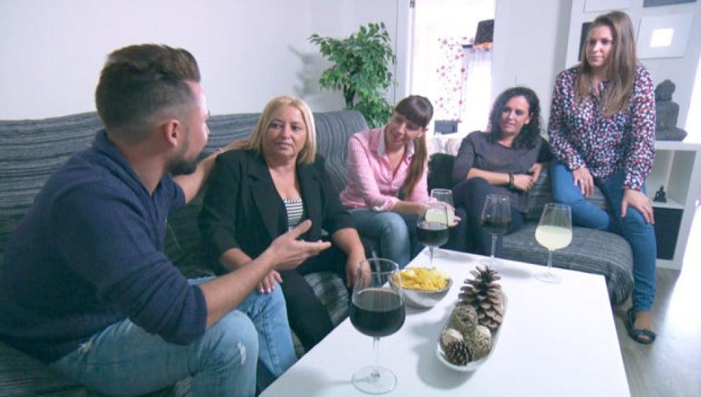 José Ramón comunica a su familia que se casa en dos días
