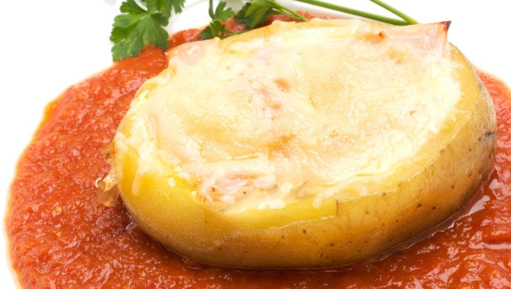 Patatas rellenas de huevo, pavo y queso