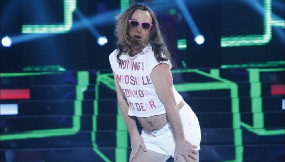 Arturo Valls se transforma en Aless Gijaba para cantar 'Sexy Summer'