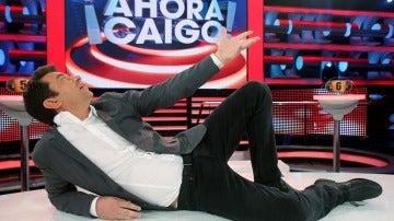 Arturo Valls le dedica una canción a 'Ahora Caigo' por sus mil programas