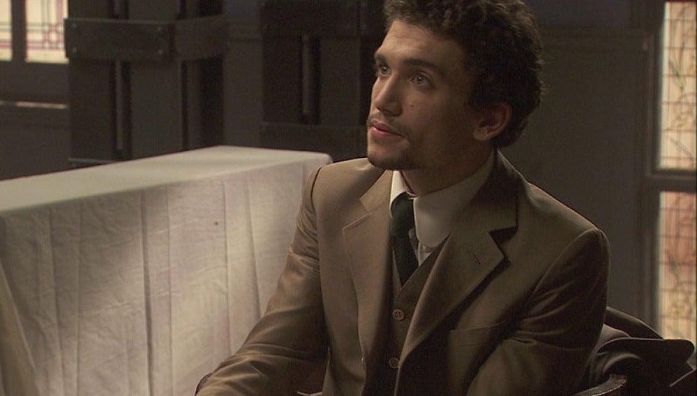 Hernando recibe a Elías, un joven químico