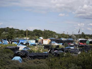"""Vista del campamento de la """"jungla de Calais"""""""