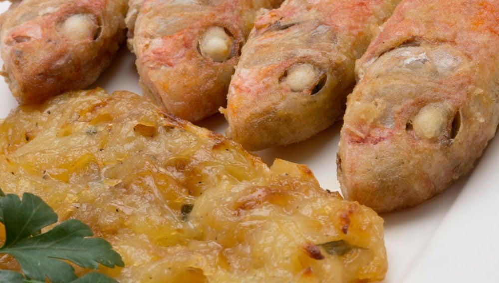 Salmonetes fritos con tortas de patata