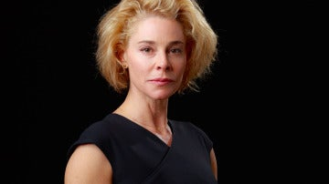 Belén Rueda es Claudia, esposa del embajador