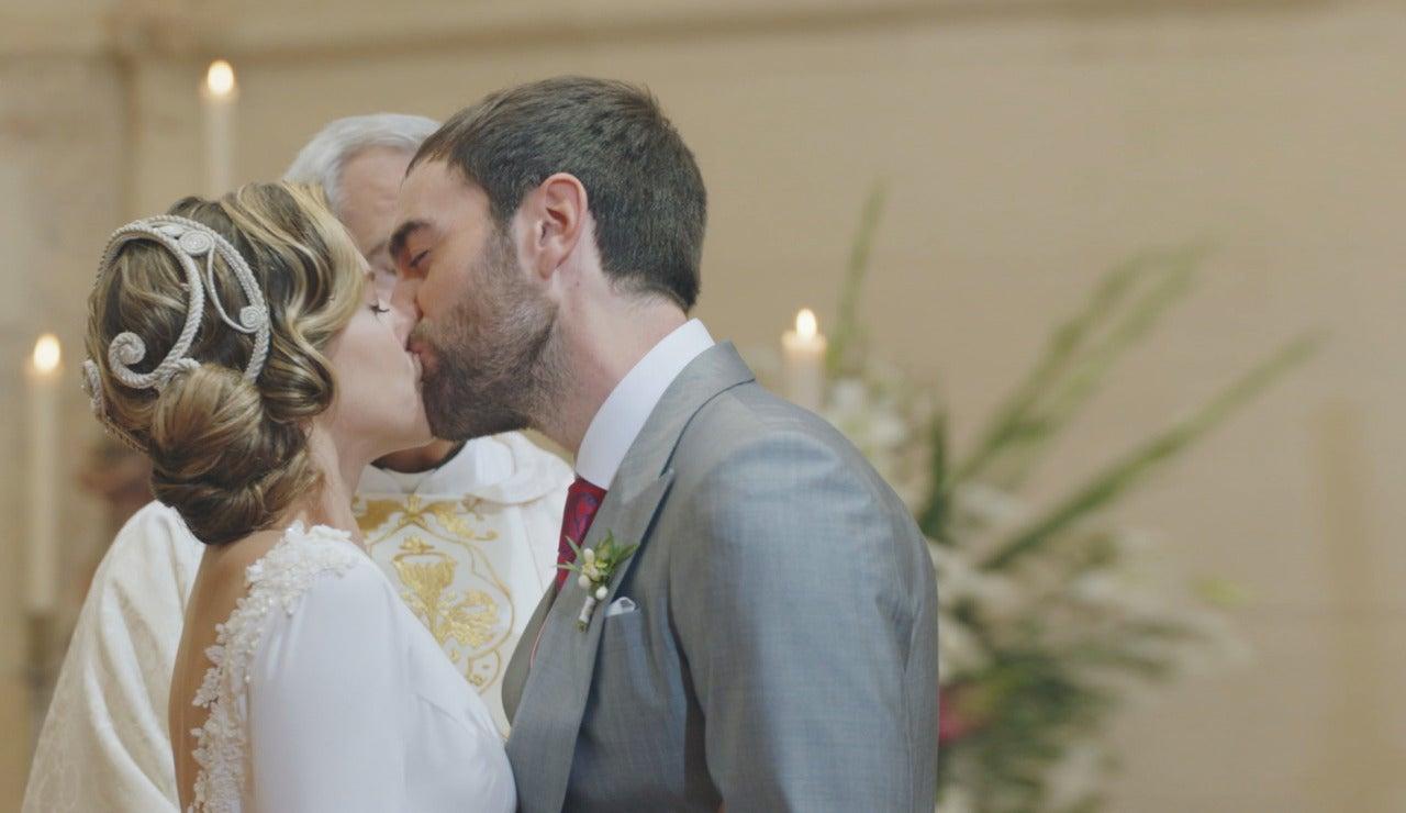 Beso de Iñaki y Carmen