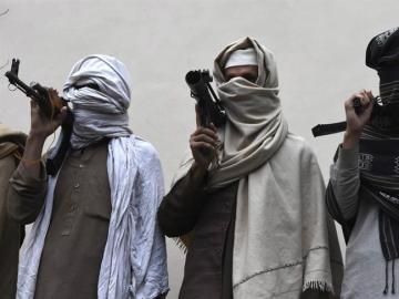 Un grupo de talibanes armados
