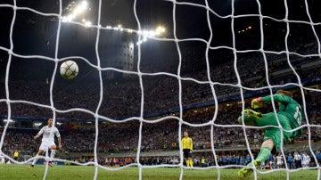 Cristiano anota su penalti ante Oblak