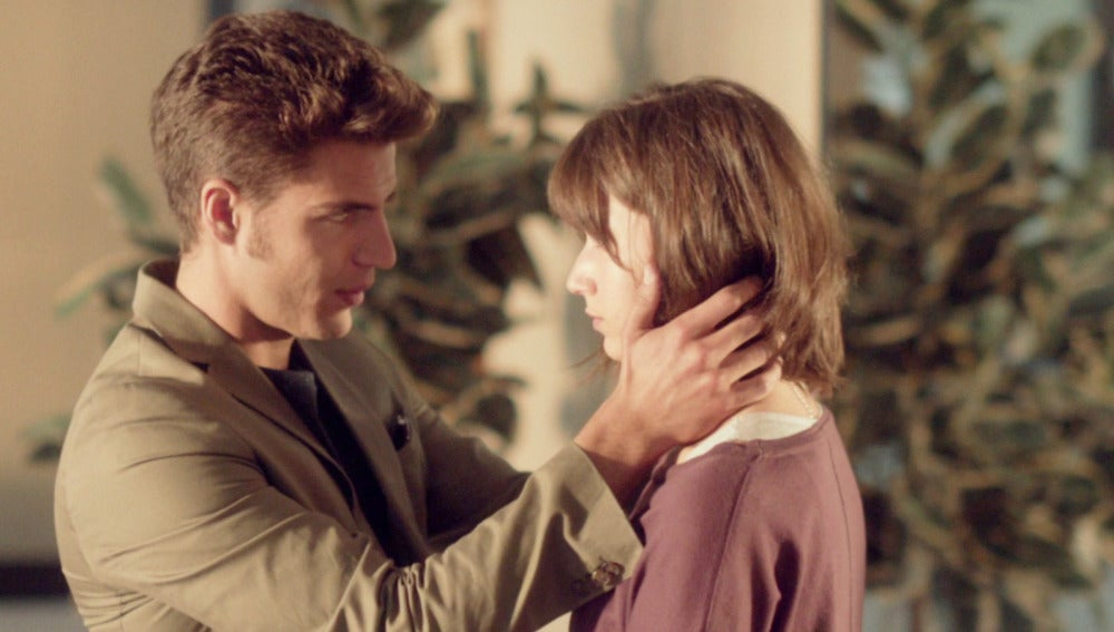 "Roberto consuela a Ester: ""Tenemos que intentar salir del país"""