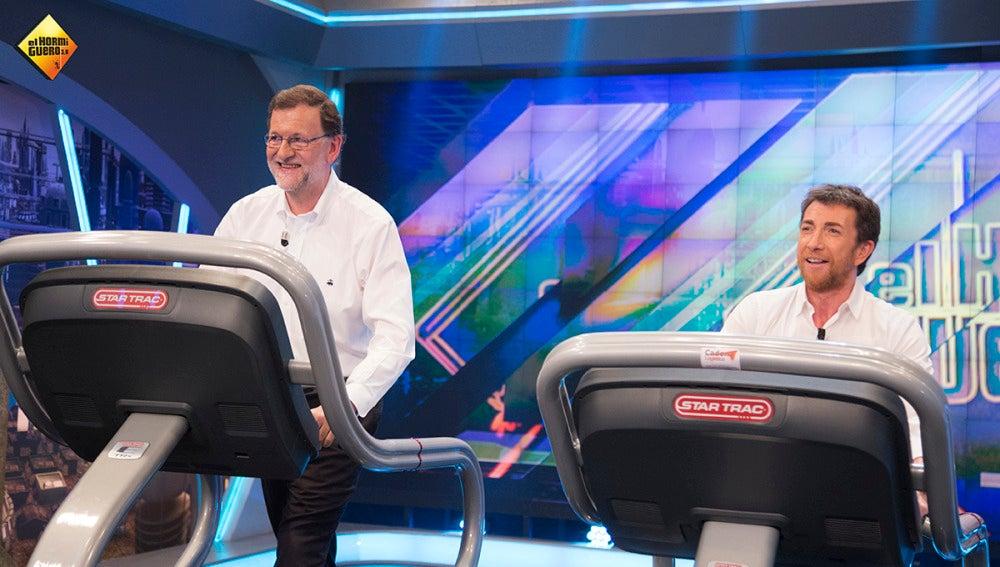 Rajoy demuestra cuánto sabe de España sobre una cinta de correr