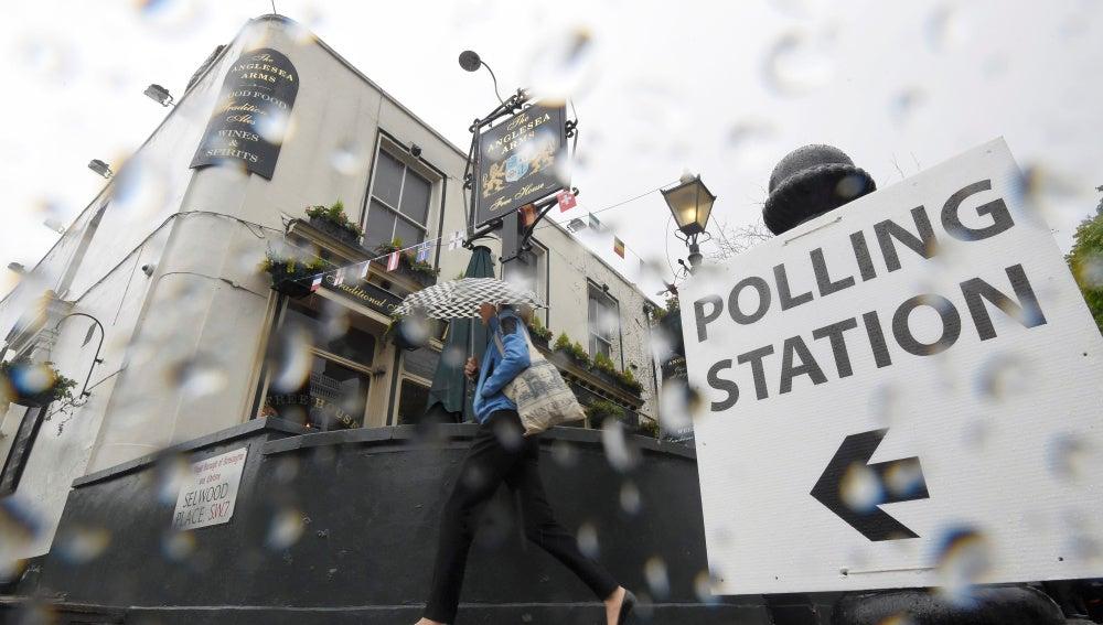Lluvioso día de referéndum en Reino Unido