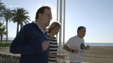"""Frame 130.195456 de: Rajoy contradice a García-Margallo y niega haberse pasado """"cuatro pueblos"""" con la austeridad: """"No sé por qué dijo eso""""."""