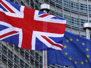 Banderas de Reino Unido y la Unión Europea