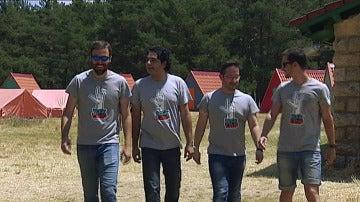 Los 'Rockcampers' cumplen el sueño de crear cabañas para su campamento de verano
