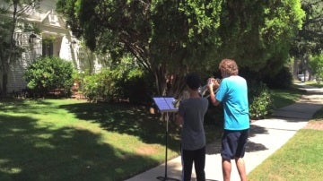 Dos músicos tocan la banda sonora de 'Star Wars'