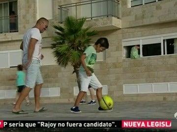 Logran que un niño de Canarias con las piernas retorcidas por un transtorno cerebral vuelva a correr
