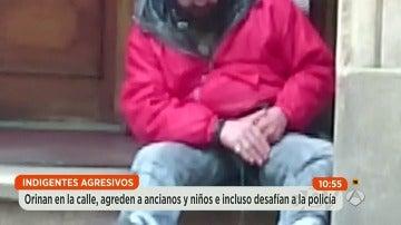 Los vecinos de Santiago de Compostela, hartos de los indigentes agresivos que orinan y defecan en plena calle