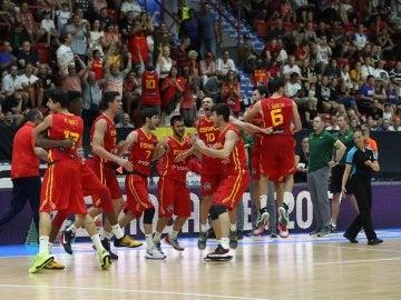 La selección sub 20 del baloncesto celebra una victoria