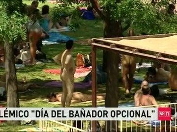 """La piscina de Arganzuela celebra el """"día sin bañador"""""""