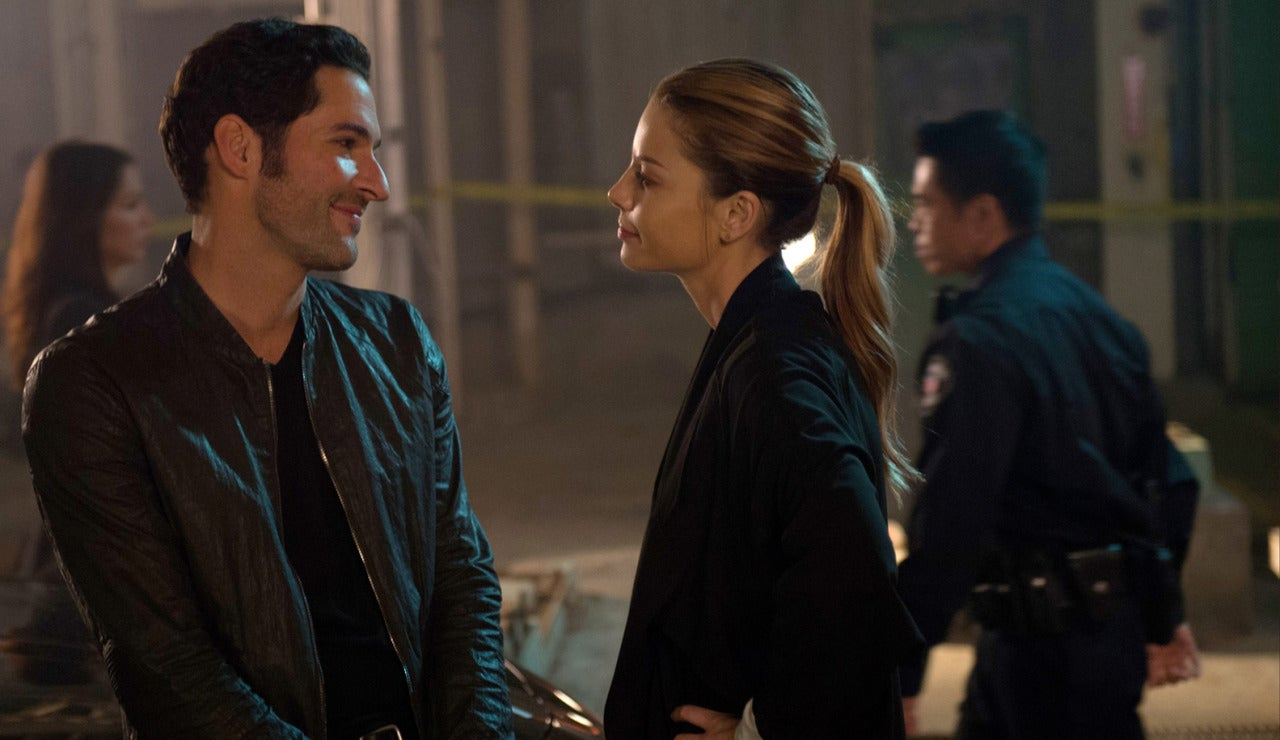 Lucifer y Chloe se regalan sonrisas cómplices