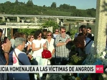 Rinden homenaje a las víctimas de Angrois coincidiendo con la hora exacta en la que se produjo la tragedia
