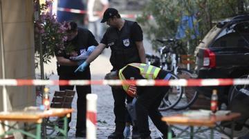 Un refugiado sirio causa doce heridos al detonar un explosivo