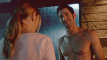 Lucifer se desnuda para seducir a Chloe